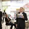 Organisator John Smits wijst aanwezigen op evenementen als het Maasboulevardfeest en Business op het Water
