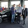 Bas Arkensteijn blij verrast met weekend auto naar keuze aangeboden door Rob Eigenraam