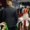 Sinterklaas nam afscheid van de bezoekers en had met de hulp van Irado ook nog voor iedereen een leuk cadeautje
