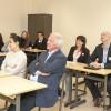 Aandachtige luisteraars in de schoolbanken tijdens workshops